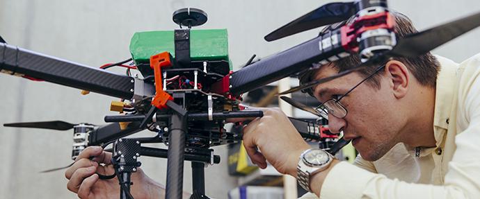 QuadSAT i Odense Robotics StartUp Hub hos Teknologisk Institut